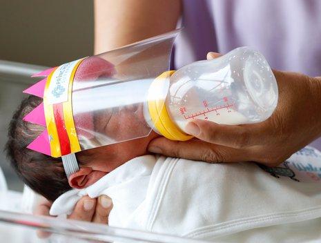 Madres con COVID-19 pueden estar en contacto y amamantar a sus ...