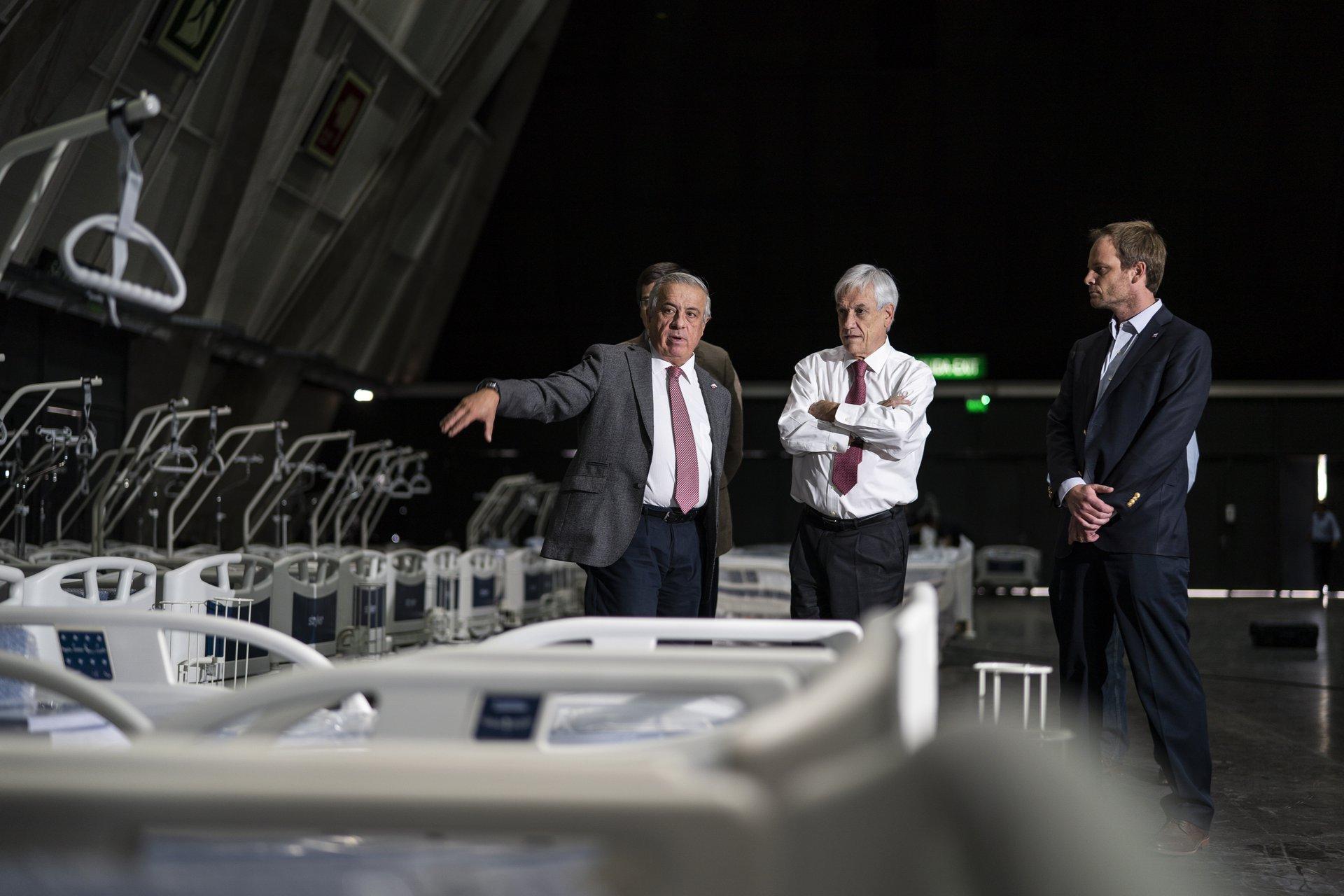 Presidente Piñera en inspección en hospital de Chile